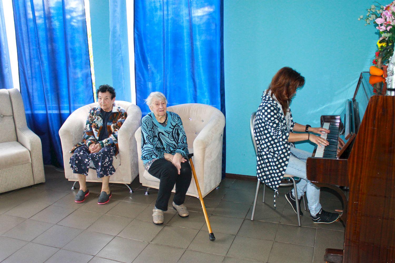 Музыка в доме престарелых